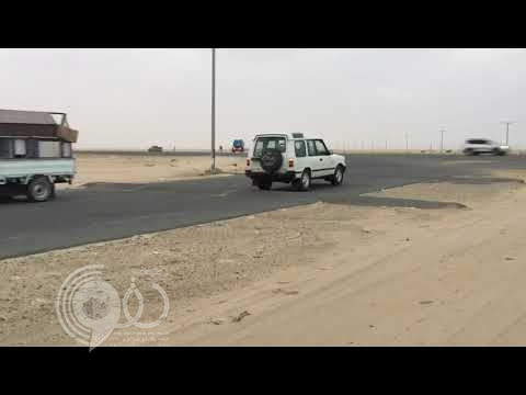 """مواطن بـ""""مجيرمة الليث"""" يوثق خطورة عبور الأهالي الطريق الدولي """"جدة – جازان"""""""