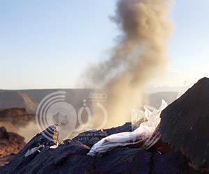 جندي سعودي يرصد كهفاً للحوثيين قبالة الحدود ويستهدفه ويقتل 13 قناصاً بداخله