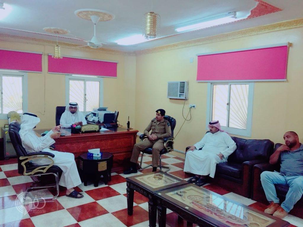 شاهد بالصور محافظ محافظة الريث يعقد اجتماعاً لمناقشة اوضاع الاودية بالمحافظة