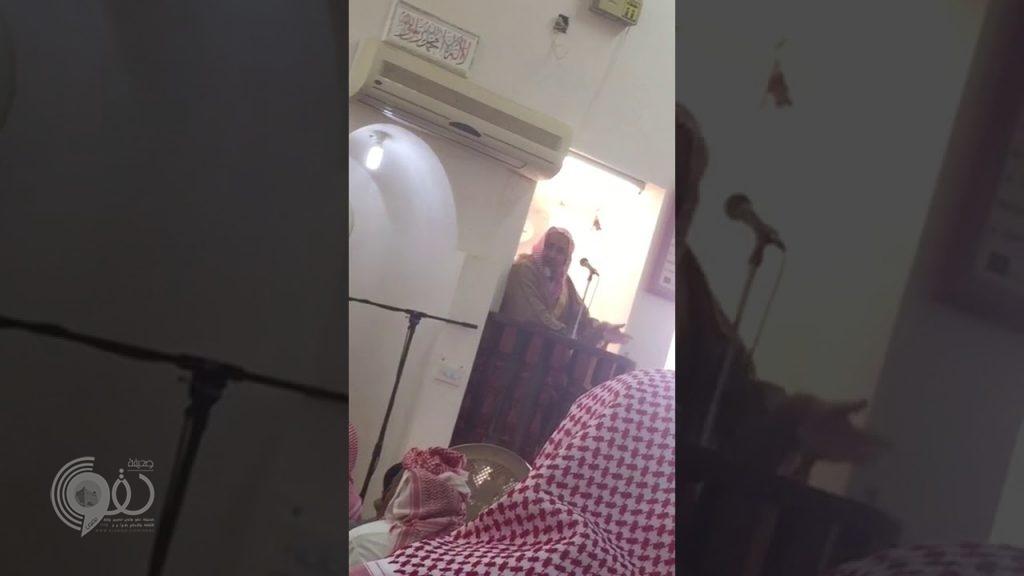 بالفيديو.. كشف ملابسات إنزال خطيب الجمعة بالقوة في جامع الجابرية