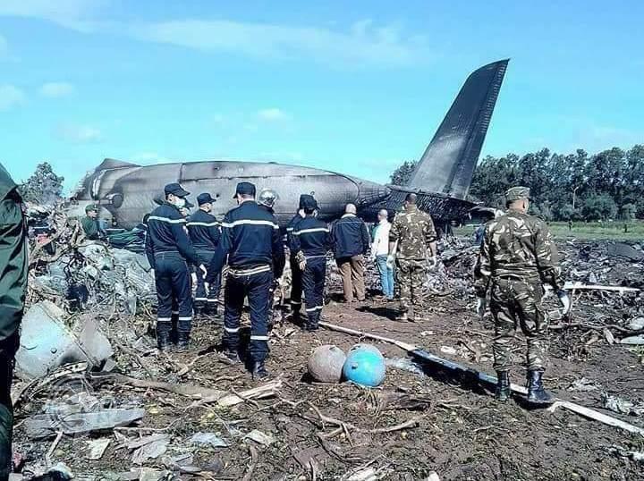 سقوط طائرة جزائرية ووفاة نحو 257 من ركابها (فيديو وصور)