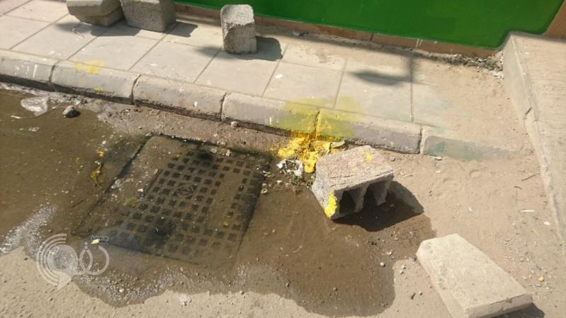 شاهد.. مياه الصرف تحاصر مدرسة للبنات بجازان منذ أسبوعين