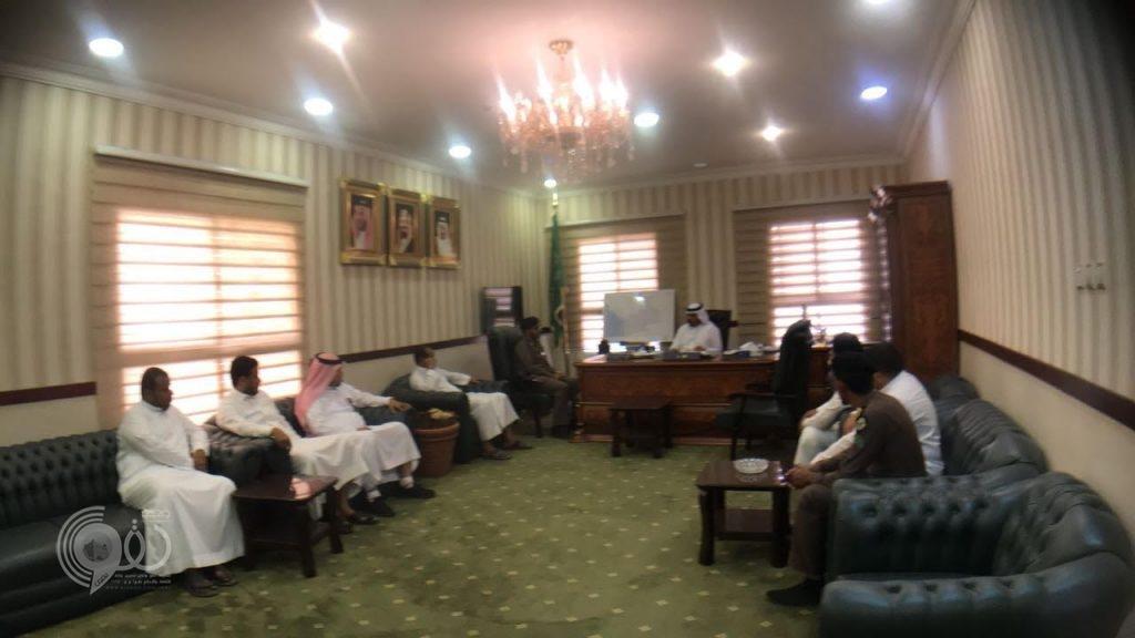 محافظ بيش يكرم المتميزين في أداء المهام الأمنية بشرطة بيش.. صور