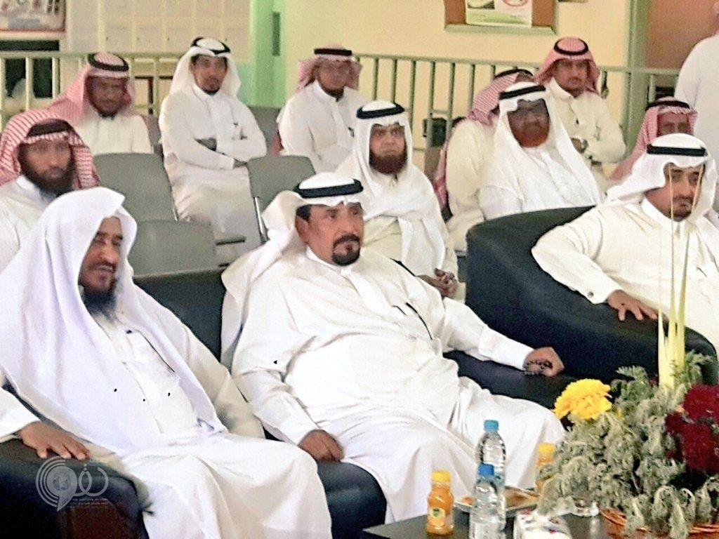 """""""ضيعة العزيين"""" الابتدائية والمتوسطة تودع الأستاذ/ """"الحسن نهاري"""" بعد ٣٤ عاماً قضاها في التعليم"""