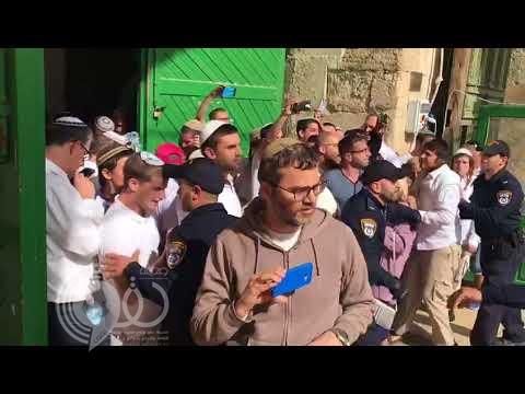 """شاهد أكبر اقتحام للمسجد الأقصى منذ """"حرب 67"""" ورفع أعلام إسرائيل"""