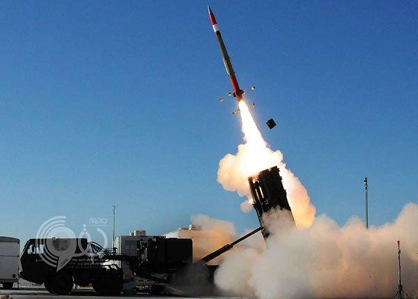 الدفاع الجوي السعودي يعترض صاروخًا باليستيا في سماء جازان