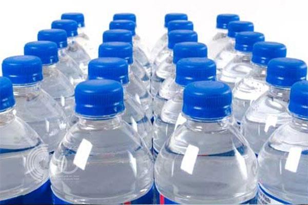 بلدية صامطة تصادر 260 ألف لتر مياه معبأة منتهية الصلاحية