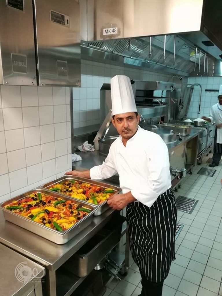 الشوكاني.. طاهٍ في أكبر فنادق المملكة يعيش تجربة طبخ الكبدة الرمضانية بجازان