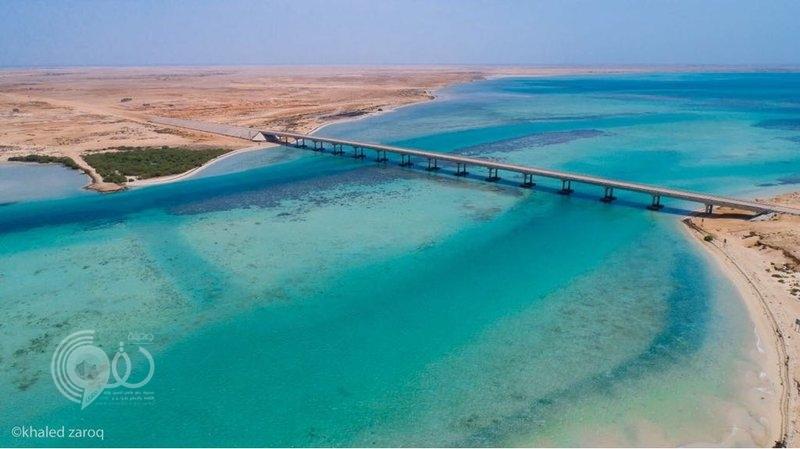 شاهد.. أول جسر بحري في السعودية يستهوي العدسات بين فرسان الكبرى والصغرى