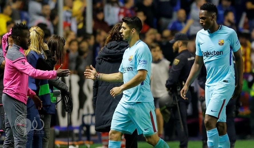 شاهد.. فهد المولد يحتفل مع زملائه بفوز فريقه الكبير على برشلونة