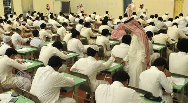 """شاهد رسمة كاريكاتيرية"""" ساخرة تثير موجة غضب بين المعلمين في المملكة.. وخبير تعليمي يهدد الرسام"""