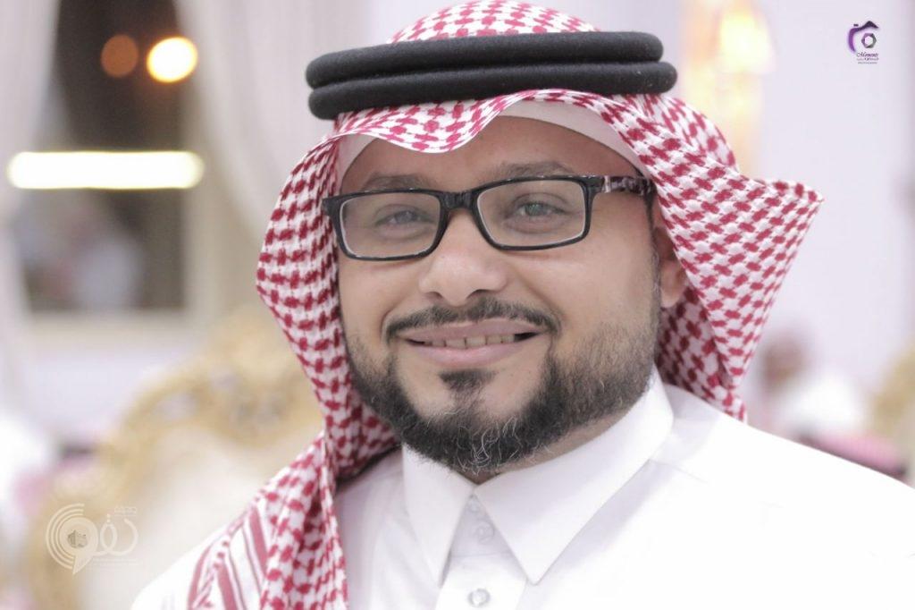 """""""مهدي عازب"""" يحصل على البكالوريوس في إدارة الأعمال من جامعة الإمام"""