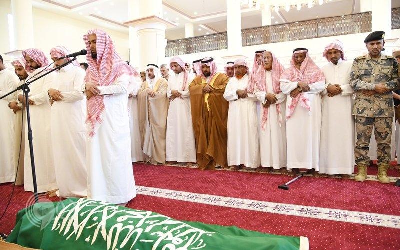 """نائب أمير جازان يتقدم الجموع في صلاة الميت على الشهيد """"حجي"""".. صور"""