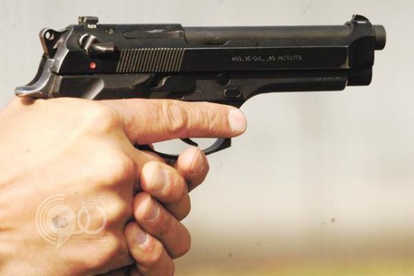 باكستانية تطلق النار على نفسها من مسدس كفيلها