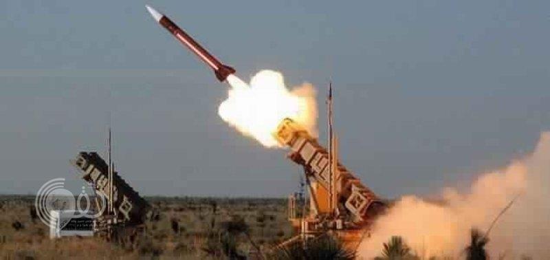 قوات الدفاع الجوي تعترض صاروخاً باليستياً حوثياً تجاه خميس مشيط