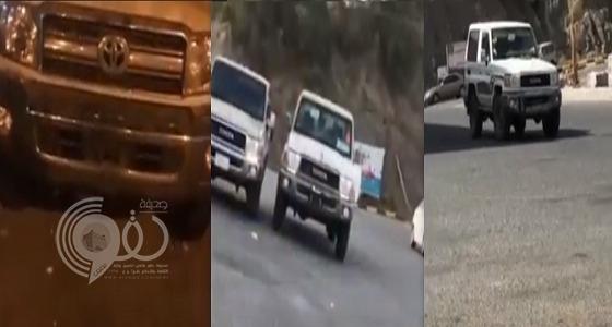 شاهد مركبات تسير في محافظة الداير بني مالك بدون لوحات.. فيديو