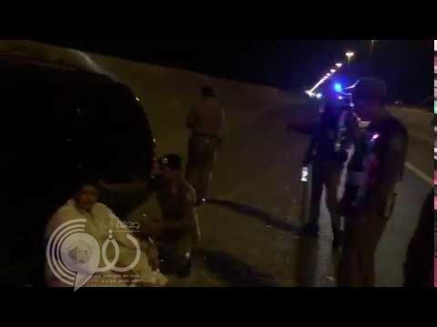 """بالفيديو .. سباق """"مرعب"""" لإنقاذ مواطن فقد السيطرة على مركبته لمسافة 120 كلم"""