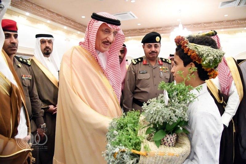 أمير جازان يستقبل المواطنين المهنئين بعيد الفطر المبارك