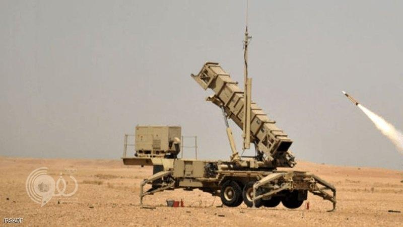 قوات الدفاع الجوي ترصد صاروخًا حوثيًا باتجاه جازان