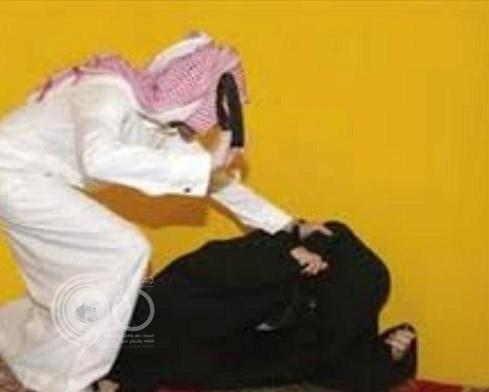 مواطن يعتدي بالضرب على زوجته ويحاول اغتصاب ابنته العشرينية وحيلة تنقذها!