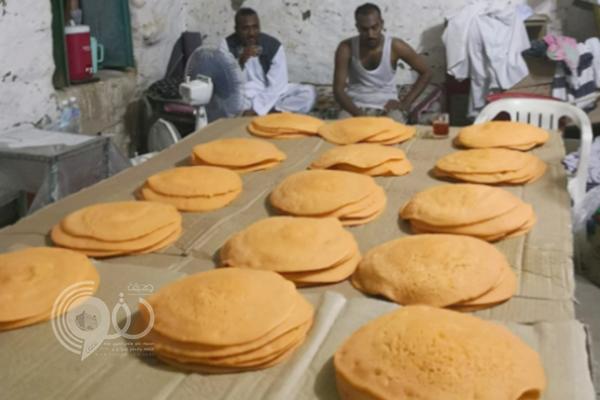 بلدية الداير تداهم شقة عمالة تبيع الأطعمة بطريقة مخالفة.. صور