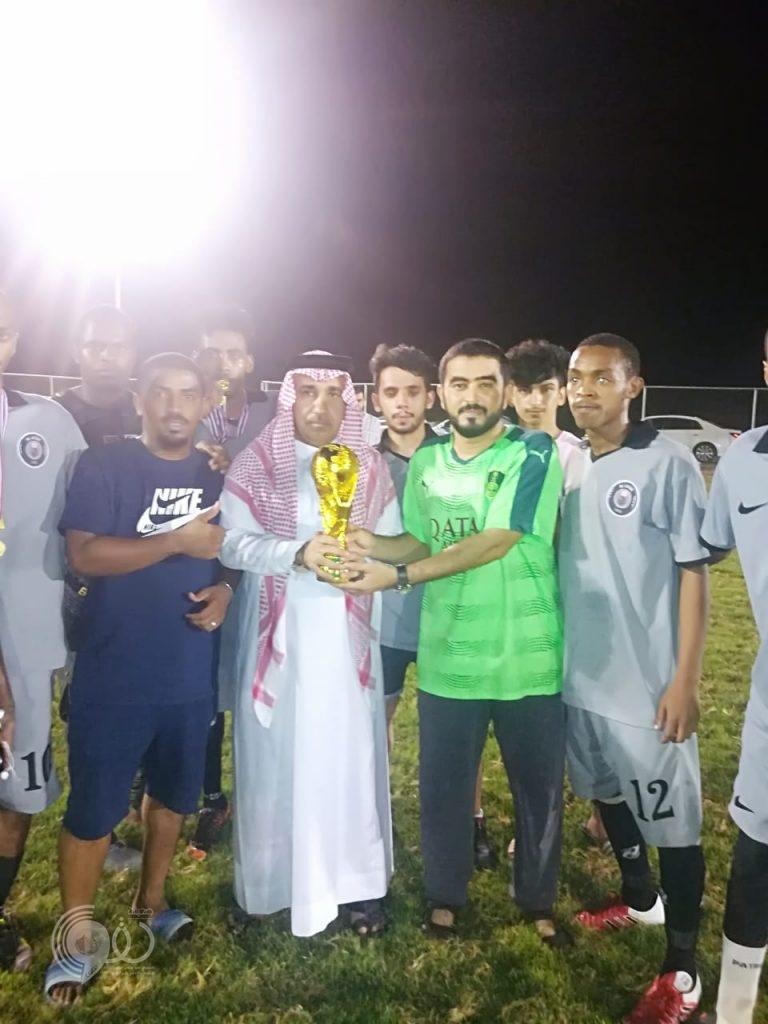 فريق الصقور من مركز الحقو بطل دورة العبادلة بمحافظة بيش – صور