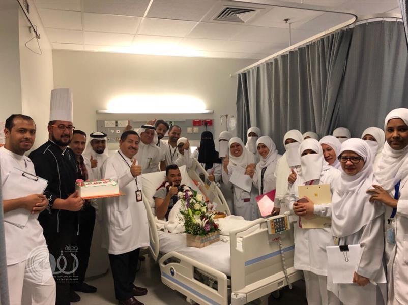 مريض منوّم بالقطيف يخرج من المستشفى للاحتفال بزواجه ويعود في الصباح.. صور
