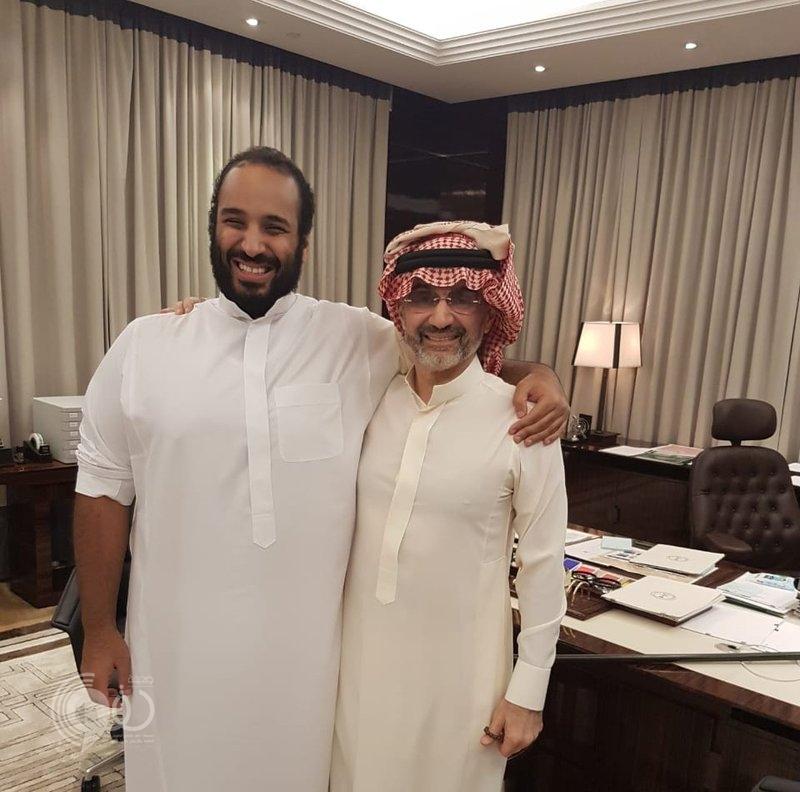 صورة أخوية جمعتهما.. ماذا قال الوليد بن طلال عن لقائه بولي العهد؟