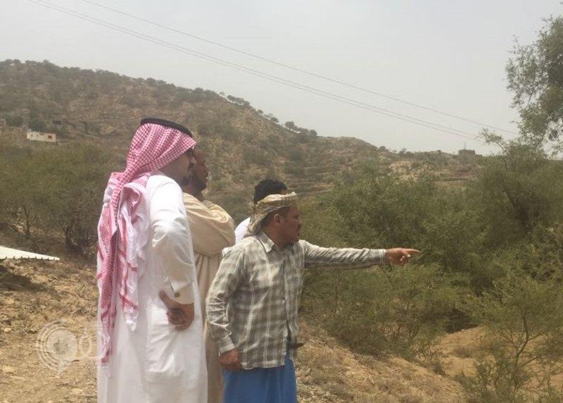 زيارة مسؤول تجدِّد آمال إنهاء مشاريع النقل في جبل آل يحيى بالداير