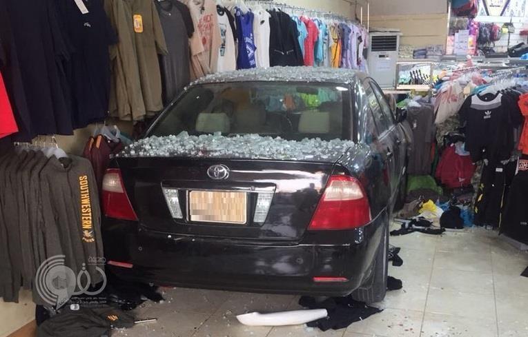 فيديو جديد لحادث اقتحام سيارة تقودها امرأة متجراً بالأحساء