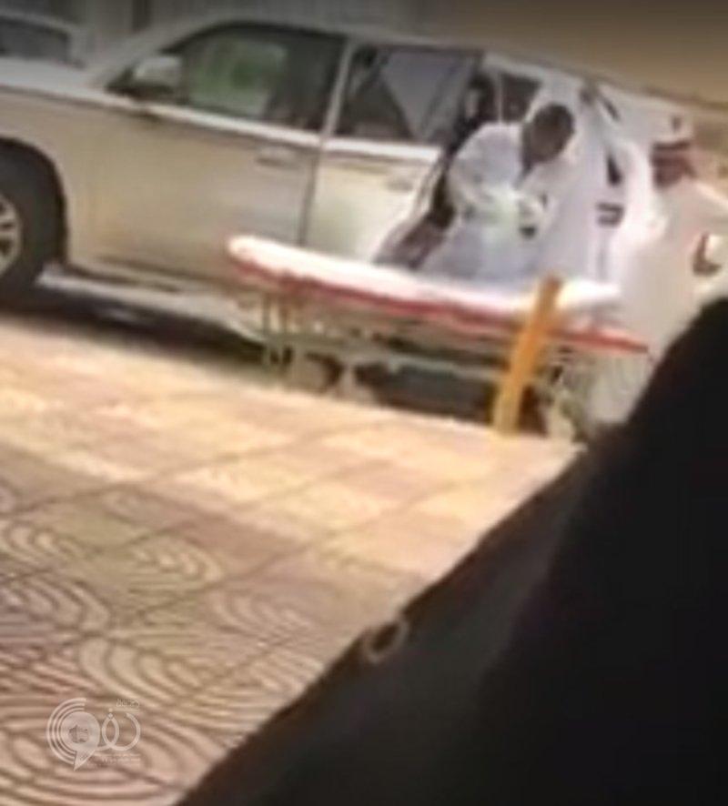 جازان.. سيدة تضع مولودها بالسيارة بعد رفض تنويمها رغم صرخاتها