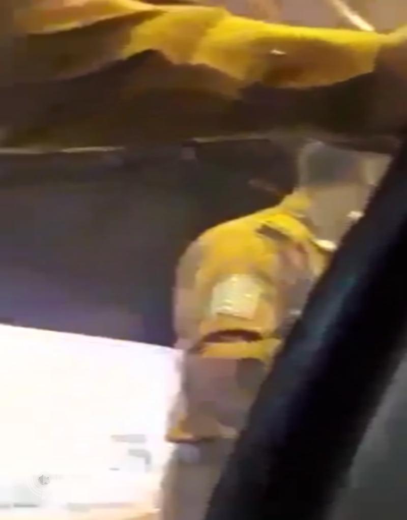 """شرطة مكة المكرّمة تعلن توقيف سائق وزوجته وابنته بعد فيديو """"دق على عمتك"""""""