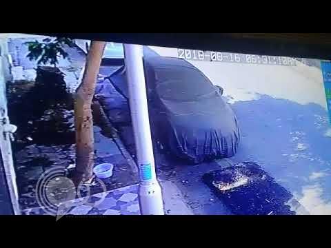 شاهد.. لصّ يحاول سرقة مركبة على مرأى من مالكها بالطائف