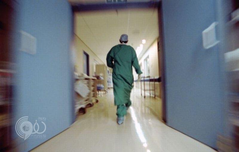"""جازان.. مغادرة طبيب السعودية تربك قضية """"ديباجي"""" ضحية الخطأ الطبي لعملية بواسير"""