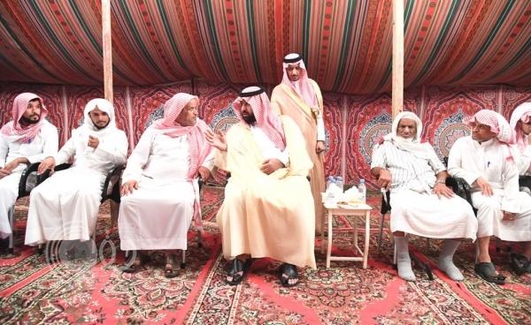أمير جازان بالنيابة يعزي ذوي الشهيد العريف فهد المالكي.. صور