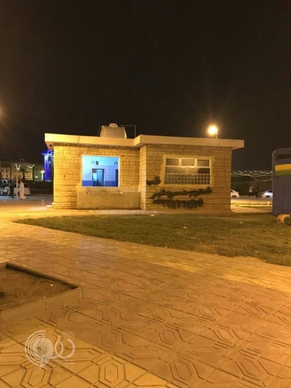 أهالي محافظة صامطة يشتكون وجود دورات مياه مشتركة في حديقة صامطة.. صور