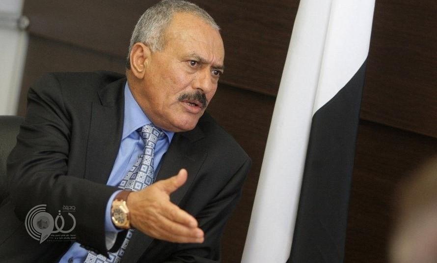 """بعد 9 أشهر من مقتله.. شاهد: علي عبد الله صالح يخرج من بين """"أكوام الحجارة""""!"""