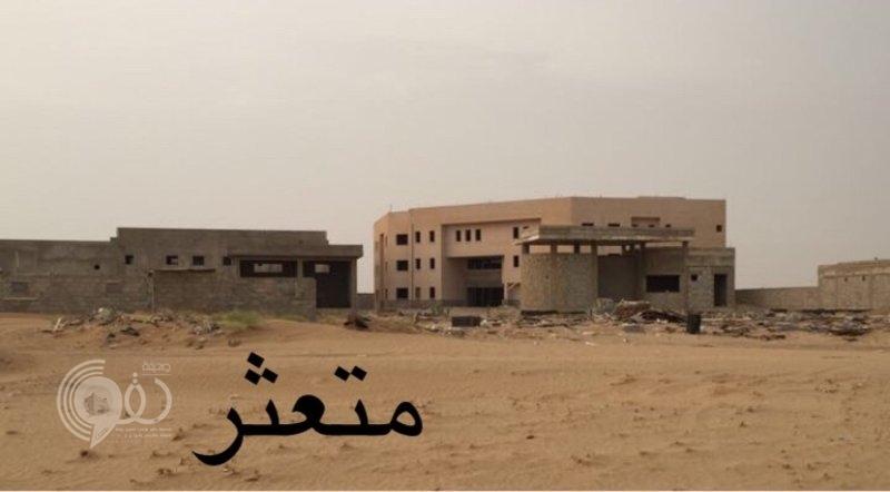 """آيلة للسقوط ومأوى للمجهولين.. كيف حُرم طلاب """"صبيا بلومه"""" من المباني الحكومية؟!"""