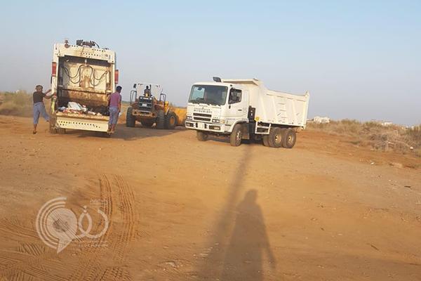 """بلدية الحكامية تباشر تنظيف محيط مدرسة البنات بـ""""مضايا جازان"""" من الثعابين والأفاعي"""