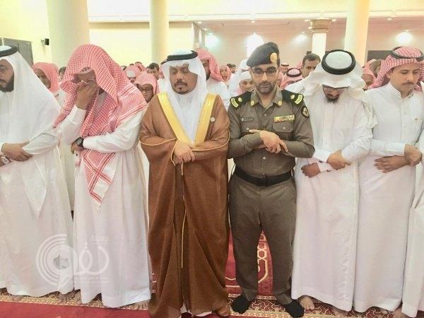 """مشهد """"مهيب"""" في تشييع الشهيد ياسر شيبة بمحافظة بيش.. صور"""