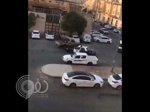 شاهد.. رد فعل قائد مركبة سار عكس الطريق بالرياض بعدما فوجئ بدورية أمامه