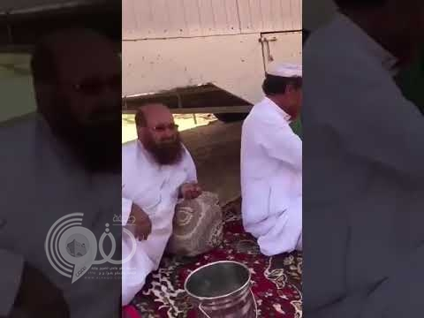"""بعد فيديو نفسيات """"كاشتين"""" .. شاهد بالفيديو مسنان يختلفان في إعداد القهوة"""