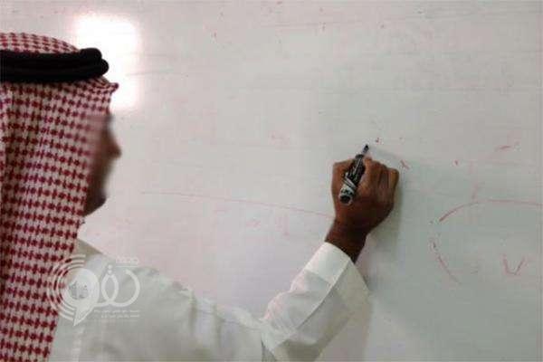 معلم ينقذ طالبًا من الموت بعد احتجازه داخل دورة مياه مدرسته بجازان