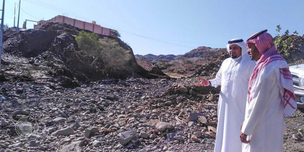 محافظ الريث يتفقد قرى ملاطس بالريث عقب الامطار والسيول.. صور