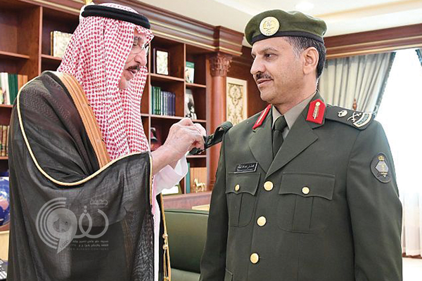 أمير جازان يقلِّد مدير جوازات المنطقة رتبته الجديدة