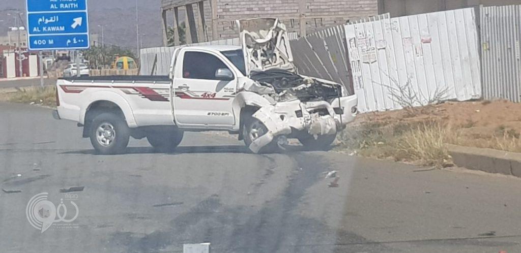 عاجل .. حادث مروري بمدخل مركز الحقو – صور