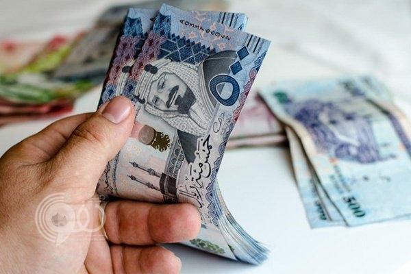 موظف مصري يعيد ربع مليون ريال مفقودة لمسافر سعودي