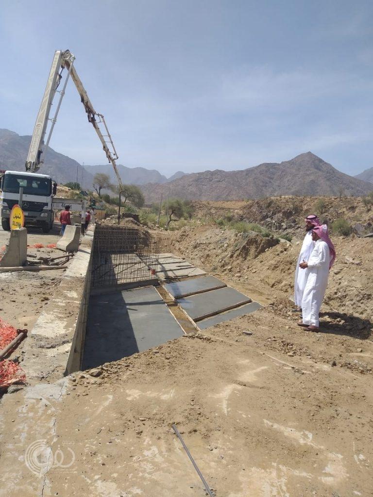 رئيس مركز وادي عمود يُتابع المشاريع ميدانياً – صور