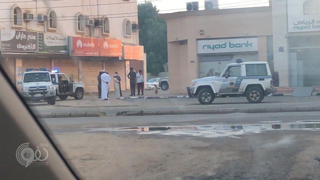 عاجل .. الجهات الامنية تباشر حادثة سرقة أحد البنوك بمحافظة أبوعريش – صورة