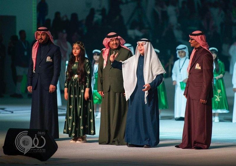 شاهد.. طفل يشعل حماس الجماهير بقصيدة خلال حفل استقبال الملك بالشمالية